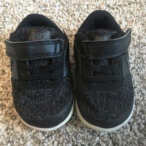 Toddler Nike tennis shoes size 5